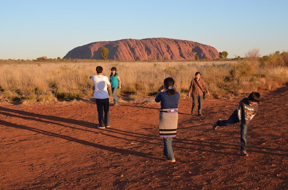 Uluru und Touristen