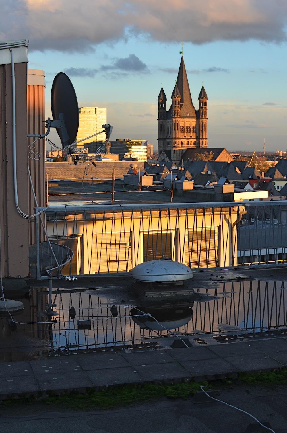 Und noch ein Blick vom Dach des Solution Space. Hier kommt übrigens noch eine richtige Terasse mit Bestuhlung und WLAN-Repeatern hin. Bin gespannt auf den nächsten Sommer.