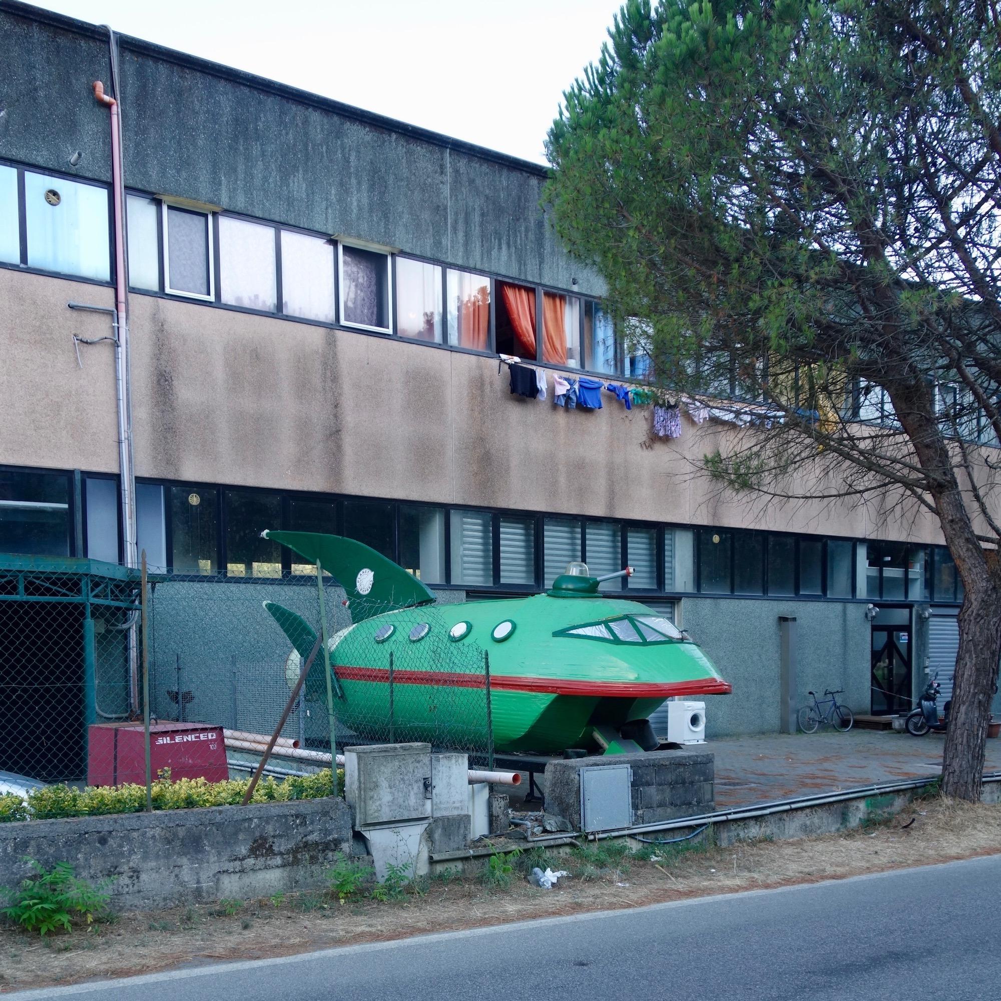 """Planet Express"" Raumschiff, Deiva Marina, Ligurien"